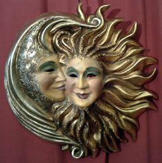 Sol y Luna, Abrazo, Papel Maché, Pan de Oro y Plata, Pintado a mano. de ArtesMenores en Etsy