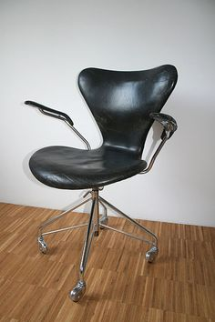 Seven chair (3217) designed 1955 by danish architect Arne Jacobsen.