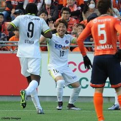 20日に行われた#J1 1stステージ第4節アウェーで#大宮アルディージャ と対戦した#サンフレッチェ広島 は5-1で今季リーグ戦初勝利を挙げました  写真は2点目を決めた#浅野拓磨 おなじみの#ジャガーポーズ を見せました  #JLeague #J1 #SanfrecceHiroshima #Sanfrecce #TakumaAsano #AsanoTakuma #ジャガー #Jaguar #Football #Soccer #サッカー #SoccerKing #サッカーキング by soccerkingjp