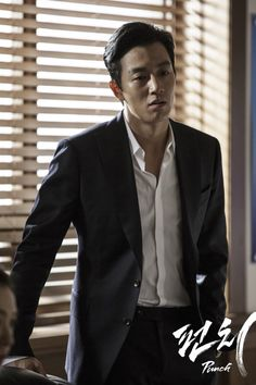 """Kim Rae Won is outstanding in """"Punch""""."""