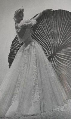 vintage chanel dress 1930s vogue magazine