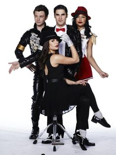 Klaine with Rachel n Santana from Glee Ep 11 Michael Finn Glee, Rachel And Finn, Glee Memes, Broadway, Glee Club, Naya Rivera, Cory Monteith, Chris Colfer, Lea Michele