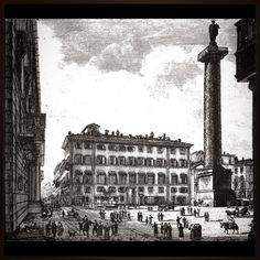 ...nell'area che fu il centro monumentale degli Antonini e ancora in situ nella piazza che prende appunto il nome di piazza Colonna.