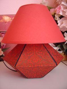 http://cartons-et-loisirs.over-blog.com/pages/Tuto_plan_et_montage_pied_de_lampe-1671893.html Un pied de lampe en carton