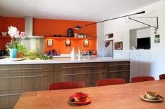 associer la peinture orange dans salon cuisine et chambre