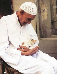 Old man with his kitten, Marrakesh  #People of #Morocco - Maroc Désert Expérience tours http://www.marocdesertexperience.com