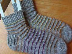 Lankaterapiaa: Jämien jämät - Rim Socks (Info and link to inspiration pattern are in Finnish only)
