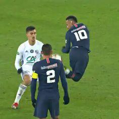 Messi Football Video, Football Tricks, Ronaldo Football, Messi Soccer, Soccer Guys, Soccer Memes, Football Gif, Football Videos, Neymar Videos