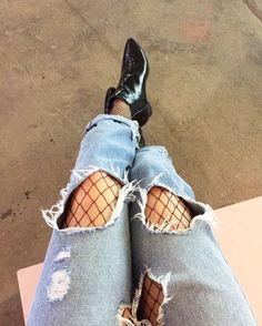 815292db3 Como usar meia arrastão com jeans rasgado Jeans Rasgado Feminino