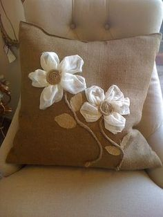 8 Surprising Tips: Decorative Pillows On Bed Wallpapers decorative pillows with sayings beach houses.Decorative Pillows On Sofa Cushion Covers decorative pillows orange sofas. Burlap Projects, Burlap Crafts, Fabric Crafts, Sewing Crafts, Sewing Projects, Burlap Pillows, Cute Pillows, Sewing Pillows, Decorative Pillows