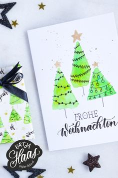Simply create a DIY Christmas card and wrapping paper yourself. I will show you, in a step-by-step instruction including video, how you can do this with brush lettering & watercolor. Diy Christmas Cards, Xmas Cards, Christmas Tree, Brush Lettering, Hand Lettering, Lettering Tattoo, Diy Birthday, Birthday Cards, Itunes Gift Cards