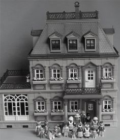 Playmobil Victorian Mansion House 5300  Fully Furnished with Figures RARE