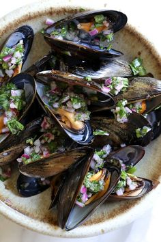 Steamed mussels get a kick with spicy Piri Piri Sauce which is basically a kicked up chimichurri sauce. We love mussels, they are so easy and fast to cook Low Carb Recipes, Cooking Recipes, Healthy Recipes, Healthy Appetizers, Healthy Foods, Easy Recipes, Healthy Eating, Seafood Recipes, Dinner Recipes