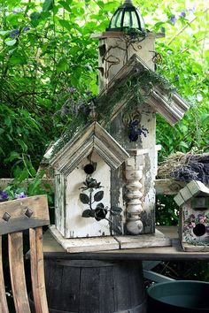 When it comes to birds, avid watchers know that you can never have too many bird houses in your yard. Birds appreciate these items during the nesting and migration seasons, which can just about cover the entire year in some areas. Cool Bird Houses, Fairy Houses, Birdhouse Designs, Bird House Kits, Bird Cages, Bird Feeders, All Birds, Outdoor Living, Outdoor Decor
