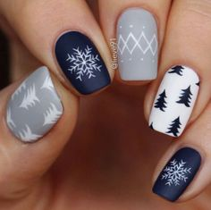 Nail art is a very popular trend these days and every woman you meet seems to have beautiful nails. It used to be that women would just go get a manicure or pedicure to get their nails trimmed and shaped with just a few coats of plain nail polish. Winter Nail Designs, Winter Nail Art, Christmas Nail Art Designs, Winter Makeup, Winter Art, Navy Nail Designs, Winter Nails Colors 2019, Gel Nail Art Designs, Winter Blue