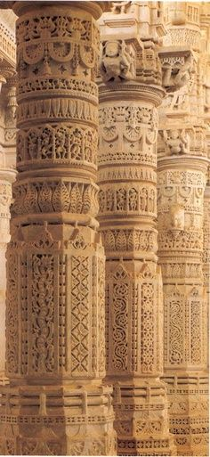 Beautifully carved marble columns in India - Indian Architecture and Heritage. In Rajasthan located between Udaipur and Jodhpur, Ranakpur Jain Temple, travel north indiaMagnificent pillars of Ranakpur temple.Beautifully carved m amazing architecture India Architecture, Ancient Architecture, Beautiful Architecture, Beautiful Buildings, Architecture Details, Indian Temple Architecture, Architecture Portfolio, Jaipur, Art Indien