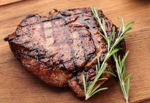 Think you know what makes a great tasting steak. Several factors contribute to improving the tastiness of a steak. Discover how to dry-age, grill, and rest your steak the right way – and reap the tasty rewards. Healthy Summer Dinner Recipes, Healthy Recipes, Beef Recipes, Cooking Recipes, Grilling Recipes, Healthy Foods, Grilling Tips, Paleo Dinner, Protein Foods