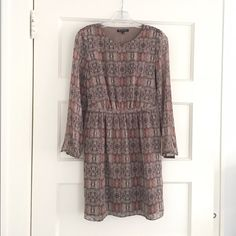 Madewell Printed Silk Dress This silk dress by Madewell has a unique print and is super flattering. Worn only a couple times and still has tags Madewell Dresses Long Sleeve
