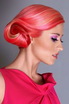 A beautiful combination of pink and orange in this bright hairstyle.