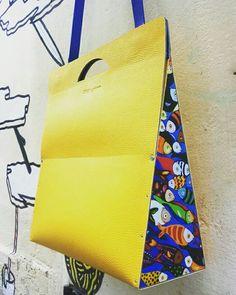 Borsa in eco pelle con laterali in legno decorati in decoupage. #archigiana #laboratorialab #alab #handmade #centrostoricopalermo #fattoamano #borseinlegnoepelle #bagsleatherandwood #bolsapielenmaidera #designsicily #madeinitaly #centrostoricopalermo #viaalessandropaternostro  #personalizzazioni #customize #tarsia #bags #leather #wood