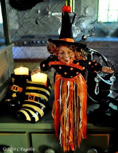 I'm joining Chari over at Happy To Design for Sunday Favorites Here's one of the Halloween tablescapes from 2010: The Witch's Kitch...