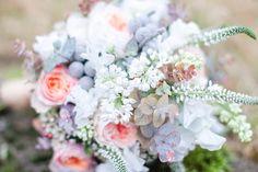 Eine grandiose Inspiration für eine Hochzeit im 20er Jahre Look .Friedatheres.com www.anjaschneemann.com Blumen: www.milles-fleurs.de  H & M: www.rebekka-masterstylistin.de Anzug: www.rebmann-fashion.de Location: Rittergut Voldagsen