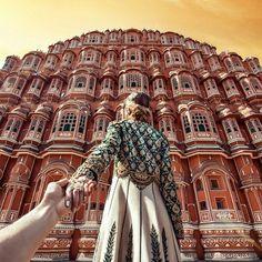 Murad Osmann - The Amazing Hawa Mahal - Jaipur - India. Murad Osmann, Travel Around The World, Around The Worlds, Visit India, Photos Voyages, Varanasi, Photo Series, Photo Instagram, India Travel