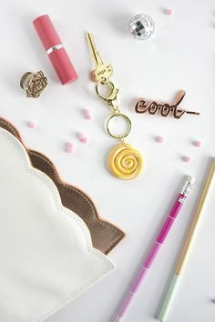 DIY Marbled Clay Keychain, Delineate Your Dwelling Diy Paper, Paper Crafts, Clay Keychain, Diy Jewelry, Handmade Jewelry, Diy And Crafts, Arts And Crafts, Rainy Day Crafts, Diy Accessories