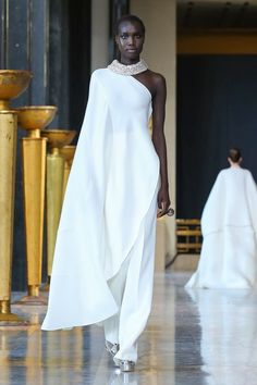 Photos and video of Stephane Rolland Spring Summer 2020 Haute Couture fashion show at Paris Couture Week (January Best Of Fashion Week, Live Fashion, Fashion Show, Fashion Design, Fashion Weeks, Fashion Brands, Couture Week, Haute Couture Fashion, Runway Fashion
