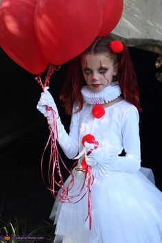 2019 halloween costumes Pennywise and Baby Georgie Halloween Costume Contest at Pennywise und Baby Georgie 2018 Halloween-Kostmwettbewerb Halloween Clown, Pennywise Halloween Costume, Maske Halloween, Cute Halloween Makeup, Halloween Costume Contest, Kids Costumes Girls, Halloween Costumes For Girls, Girl Costumes, It Costume