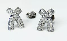 9ct White Gold Dazzling 0.30ct Diamond Kiss Stud Earrings & Luxury Wood Gift Box