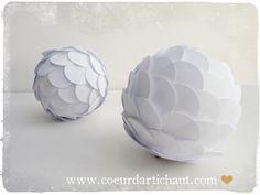 Un artichaut ou pomme de pin en papier, décor Coeur d'artichaut©