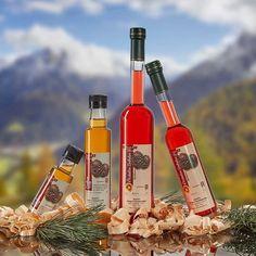 Hausgemachte Schnäpse, Likör, Essig und Öl. Homemade Liquor, Vinegar