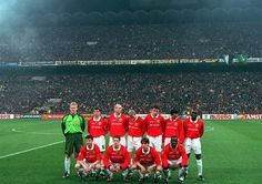 Manchester United line up in the San Siro, March 1999