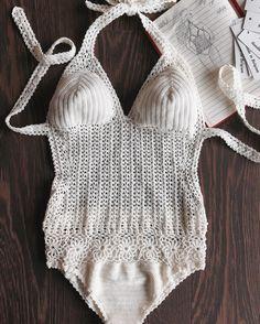 "230 curtidas, 28 comentários - CROCHETBLOGGER ☕️BELGIUM  (@bypalmiotto) no Instagram: ""Crocheted monikini Angel in écru microfiber yarn stretch  Закрутилась я со своими новыми…"""