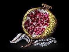 Michelle Ong Pomegranate Brooch: Rubies, Diamonds, Yellow & Brown Diamonds In White & Yellow Gold. Garnet Jewelry, Gems Jewelry, Jewelry Art, Antique Jewelry, Beaded Jewelry, Silver Jewelry, Fine Jewelry, Fashion Jewelry, Handmade Jewelry