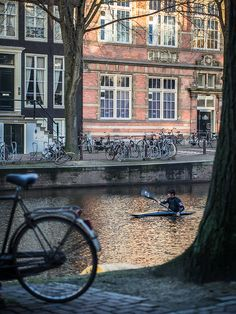Go kayaking in Amsterdam. Great Places, Places To See, Beautiful Places, Amazing Places, Kayak Adventures, Canoe And Kayak, Amsterdam Netherlands, Kayaking, Places To Travel