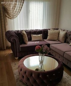 Wir sind der Gast des auffälligen Hauses, in dem Sie aus jed Living Room Sofa Design, Home Room Design, Living Room Designs, Living Room Decor, Diy Furniture Decor, Furniture Design, Elegant Living Room, Home Decor Bedroom, Ikea Inspiration