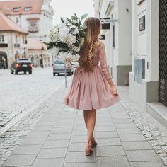 Coś nowego na blogu bardzo romantycznie  fot. @fotoholiczka.pl #manifiqgirls #bemanifiq #bevorgio #dress #romantic #love #flowers #style #longhair #poznan