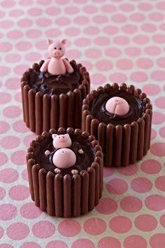 Mud bath, mini cakes this but dinosaurs drowning in tar pits Kid Desserts, Dessert Recipes, Easter Recipes, Mini Cakes, Cupcake Cakes, Pig Cupcakes, Piggy Cake, Funfetti Kuchen, Pig Birthday Cakes