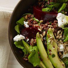 Vaihda auringonkukansiemenet paahdettuun saksanpähkinään. Punajuuret marinoituna ja sipulin kanssa. Kvinoa-punajuurisalaatti // Quinoa & Beetroot salad with seeds and veggies bonappetit.com