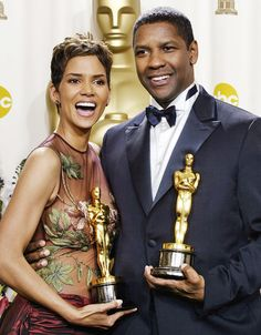 Best actress Halle Berry and best actor Denzel Washington pose for photographers with their Oscar trophies during the annual Academy Awards on Sunday, March 2002 in Los Angeles. Best Actress, Best Actor, Actor Denzel Washington, Pictures Of The Week, Black History Month, Halle Berry, In Hollywood, Actors & Actresses, Poses
