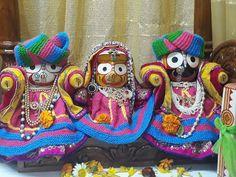 #mathura #shrimathuraji #jaijagannath www.shrimathuraji.com Lord Jagannath, House Plans With Photos, Indian Temple, Ganesh, Mobile Wallpaper, Temples, Goddesses, Krishna, Heaven