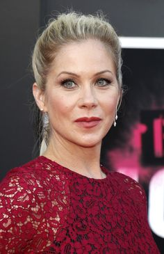Dead to Me: Christina Applegate to Star in Netflix Dark Comedy - canceled + renewed TV shows - TV Series Finale Christina Applegate Hot, Christina Ricci, Celebrity Singers, Celebrity Skin, Female Actresses, Hot Actresses, Jessica Rothe, Beautiful Christina, Dead To Me