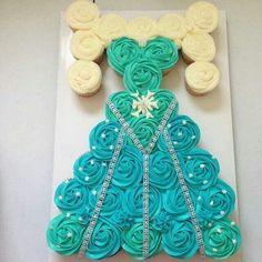 Frozen cupcake cake - Elsa Dress with plait Frozen Cupcakes, Frozen Cake, Cute Cupcakes, Frozen Dress, Pull Apart Cupcake Cake, Pull Apart Cake, Cupcake Cakes, Cupcake Ideas, Frozen Birthday Cake