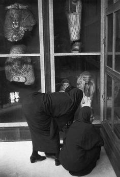 Henri Cartier-Bresson /Magnum Photos EGYPT. Cairo. 1950. At the Egyptian Museum.