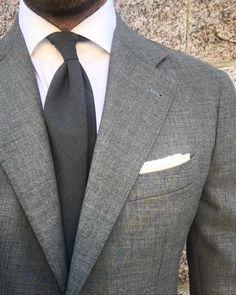 """Gefällt 1,996 Mal, 28 Kommentare - Andreas Weinås (@andreasweinas) auf Instagram: """"17.09.20 - Grey Fresco, Suit - @zarembabespoke, Shirt - @frayitaly, Tie - @bergandberg"""""""