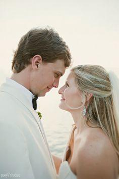Destin wedding // bride and groom photo // Pure 7 Studios  http://pure7studios.com