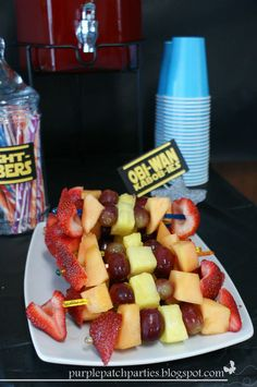 Star Wars Party ~ creative food table labels, activity centers and favors (leia bun headbands & jedi belts) Obi-Wan Kabob-ies Fruit Kabobs, Pineapple Kabobs, Star Wars Party Games, 4th Birthday Parties, Birthday Ideas, Star Wars Food, Star Wars Birthday, Creative Food, Diy Birthday Invitations
