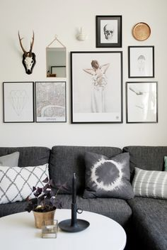 First gallery wall placement I admire Inspiration Wand, Decoration Inspiration, Interior Design Inspiration, Art Simple, Wall Decor, Room Decor, Wall Art, Home And Living, Living Spaces